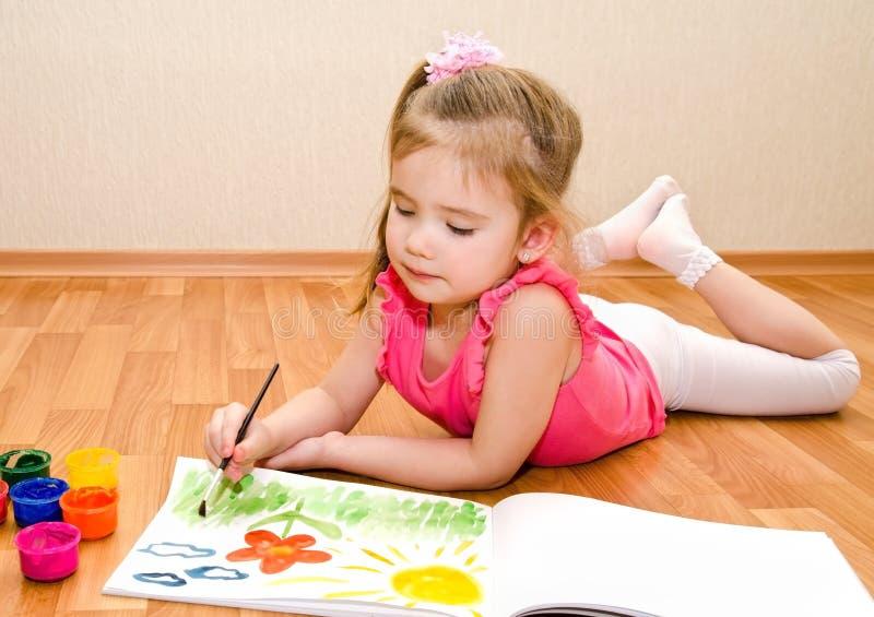 Desenho da menina com pintura fotografia de stock royalty free