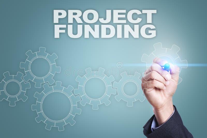 Desenho do homem de negócios na tela virtual Conceito do financiamento de projeto foto de stock royalty free