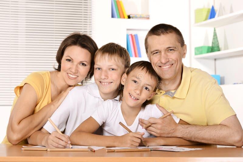 Desenho feliz da família foto de stock royalty free