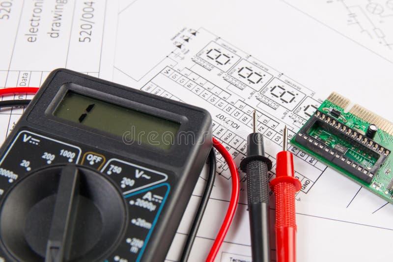 Desenhos de engenharia elétrica, placa eletrônica e MU digital imagens de stock royalty free