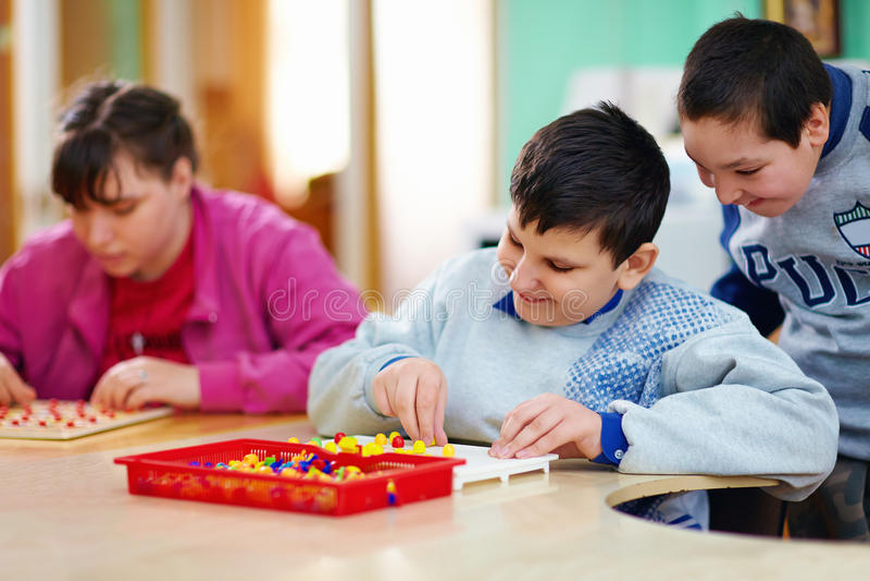 Desenvolvimento cognitivo das crianças com inabilidades imagens de stock royalty free
