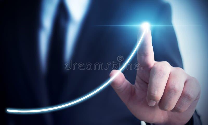 Desenvolvimento de negócios ao sucesso e ao growt crescente dos ingressos anuais imagem de stock