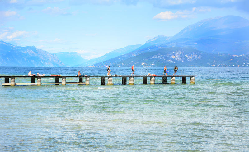 Desenzano garda湖浮船 库存照片