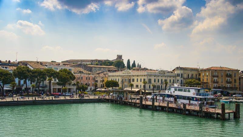 Desenzano Garda sjö, Italien arkivfoto
