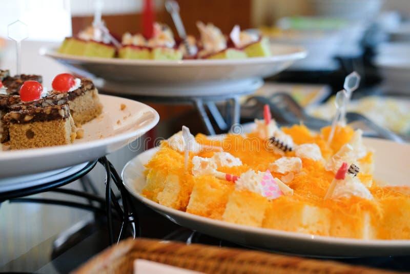 deserowy bufeta catering w restauracyjnym hotelu jeść łomotać w półdupkach fotografia stock