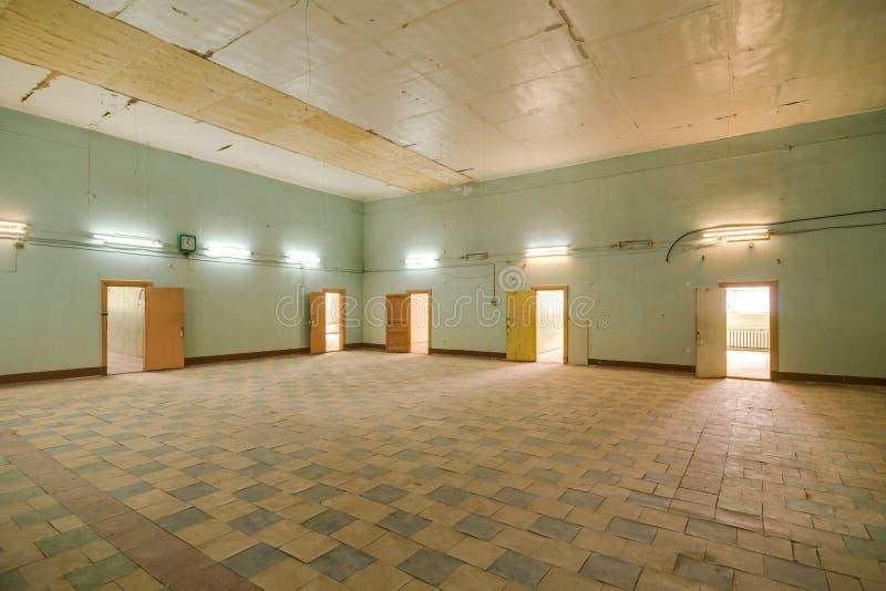 Deserted a abandonné l'entrepôt photo stock
