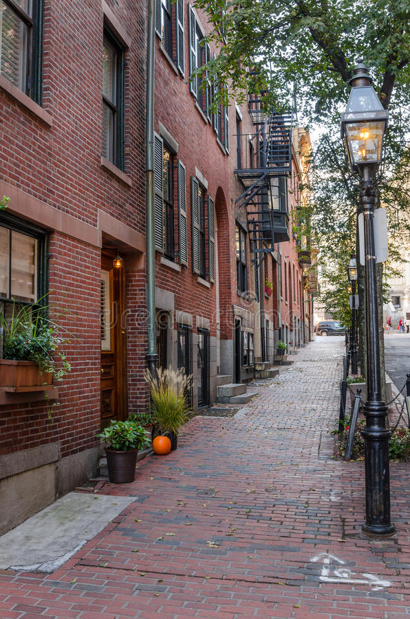 Free Deserted Stone Sidewalk In Beacon Hill, Boston Royalty Free Stock Photo - 68578625