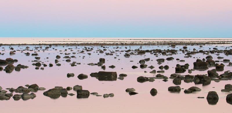 Deserto de Hudson Bay Low Tide Stone no crepúsculo foto de stock royalty free