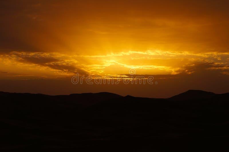 Deserto de Sahara no nascer do sol em Marrocos fotos de stock royalty free