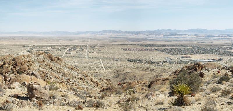 Deserto del Mojave dalla traccia dell'oasi di 49 palme immagini stock