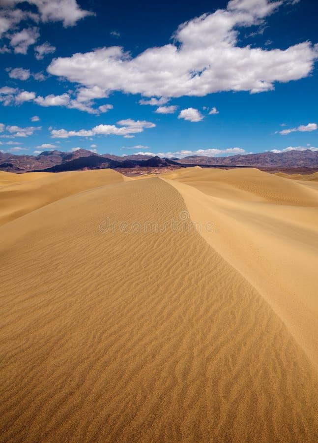 Deserto delle dune del Mesquite nel parco nazionale di Death Valley fotografie stock