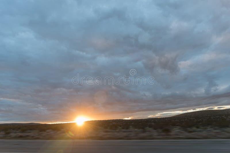 Deserto di California come tramonto fotografia stock libera da diritti