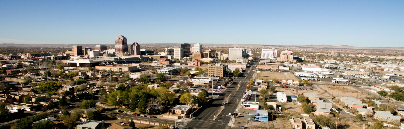 Deserto do centro New mexico sul da skyline do metro da cidade de Albuquerque fotos de stock