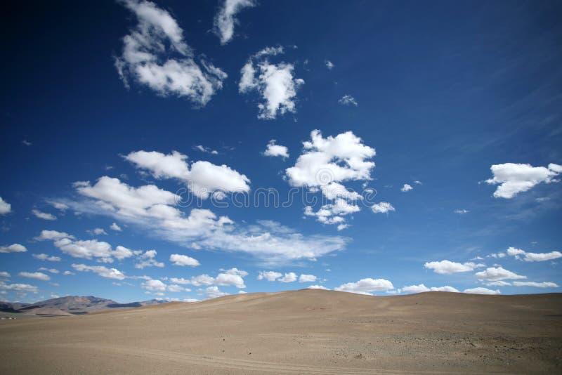 Deserto e céu azul fotos de stock royalty free