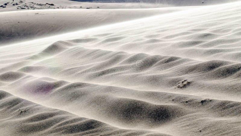 deserto e lago bianchi della duna di sabbia in Mui Ne, Vietnam, sudorientale As fotografia stock libera da diritti