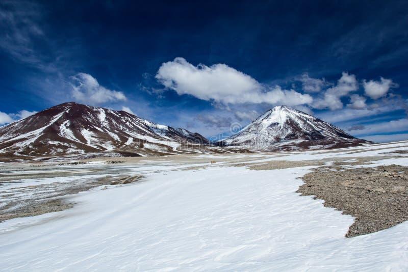 Deserto e montanha em Altiplano, Bolívia foto de stock royalty free