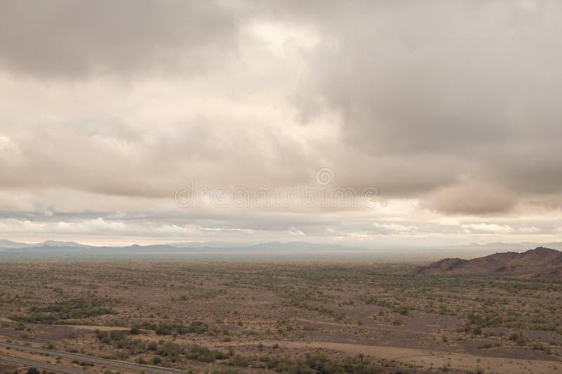 Deserto nuvoloso dell'Arizona fotografia stock libera da diritti