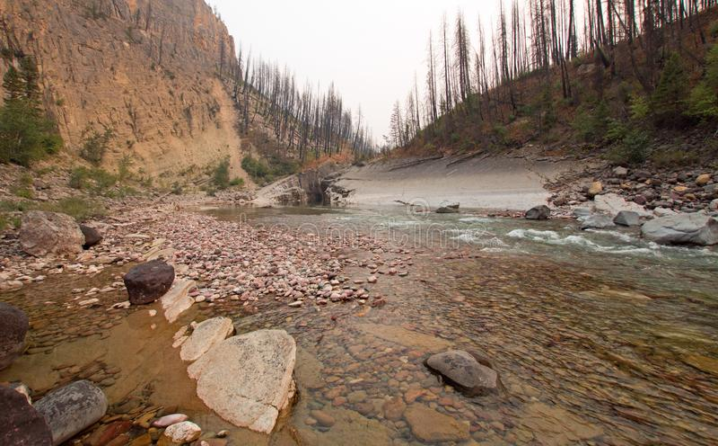 Desfiladeiro da angra do prado em South Fork do rio Flathead na área de Bob Marshall Wilderness em Montana EUA fotos de stock royalty free