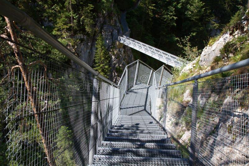 Desfiladeiro de Leutasch nos alpes alemães imagem de stock