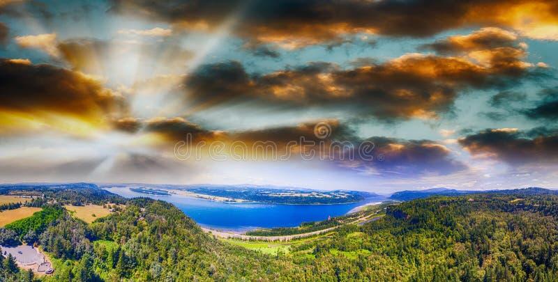 Desfiladeiro do Rio Columbia em Oregon, vista aérea panorâmico imagem de stock royalty free