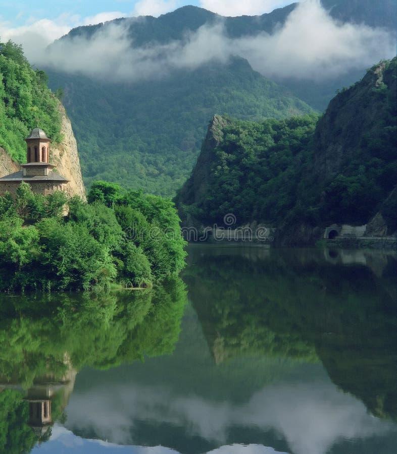 Desfiladeiro do rio de Olt, Romania foto de stock