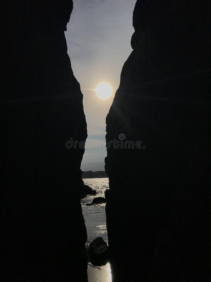 Desfiladeiro na baía, Espanha, Europa, Costa-Brava, mar azul, vista bonita fotografia de stock