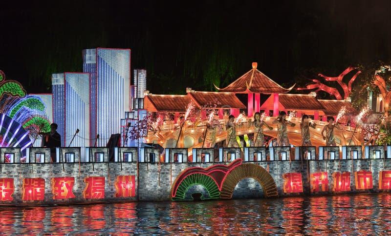Desfile colorido del canal en la noche, Yangzhou, China fotografía de archivo