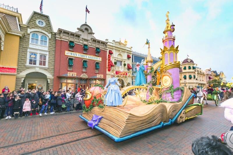 Desfile de Disneylandya París fotos de archivo