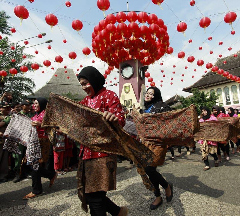 Desfile de la cultura del batik en Año Nuevo lunar imagenes de archivo