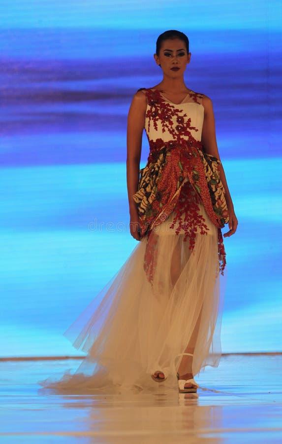 Download Desfile de moda imagen de archivo editorial. Imagen de indonesia - 64200509