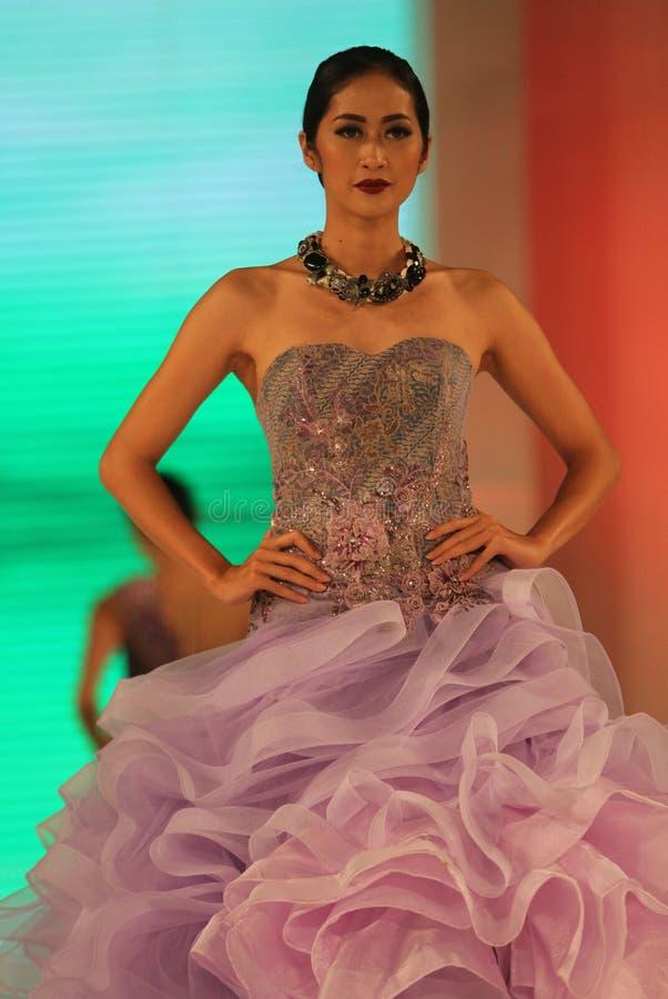 Download Desfile de moda foto de archivo editorial. Imagen de alineada - 64200568