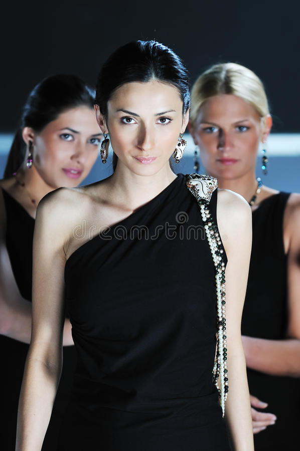 Desfile de moda da mulher imagem de stock
