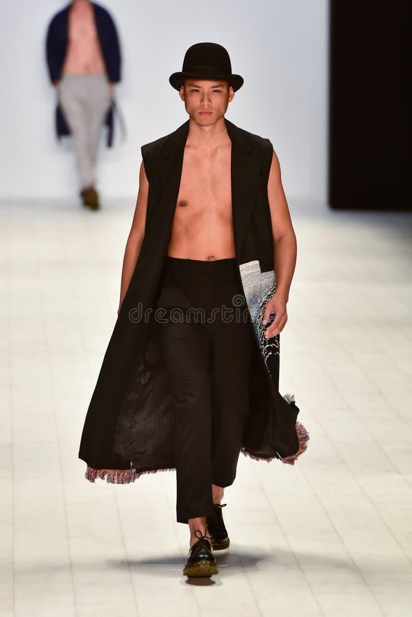 Desfile de moda de Ahmad Taufik fotografia de stock