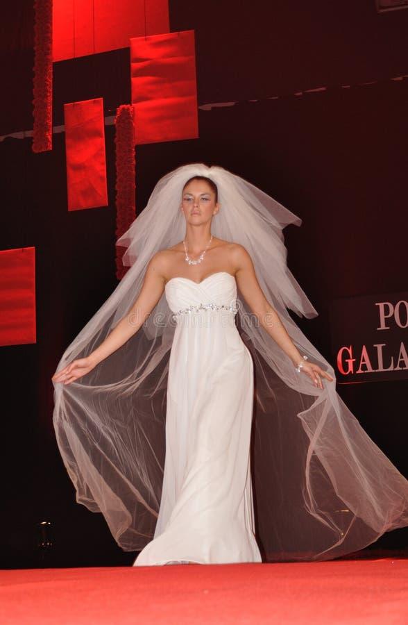 Desfile de moda do casamento imagens de stock