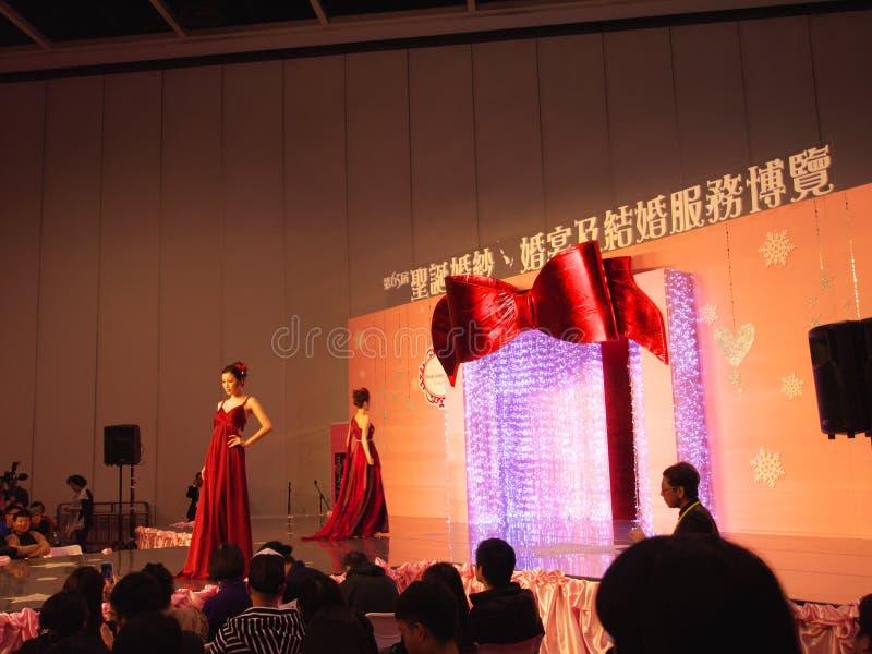 Desfile de moda do casamento foto de stock
