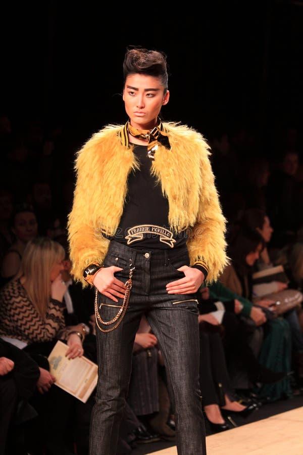 Desfile de moda do Morello de Frankie imagens de stock royalty free