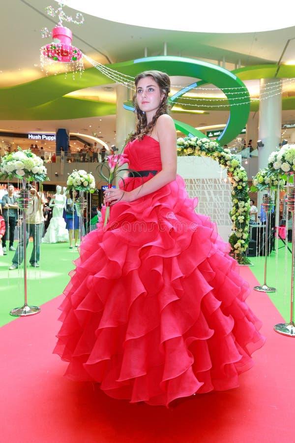 Desfile de moda dos vestidos de casamento foto de stock
