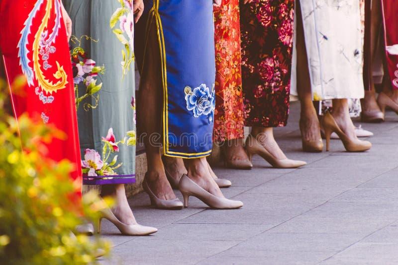 Desfile de moda em um país asiático urbano fotos de stock royalty free
