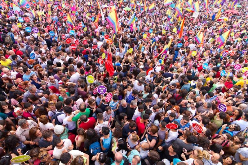 Desfile de orgullo de Estambul LGBT imagenes de archivo