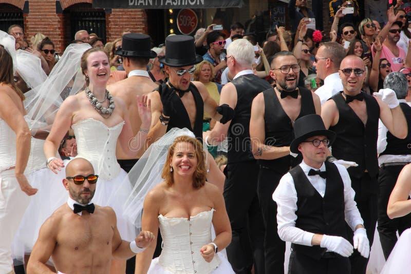 Desfile del canal del orgullo gay de Amsterdam, partidarios de la igualdad de la boda imagen de archivo libre de regalías