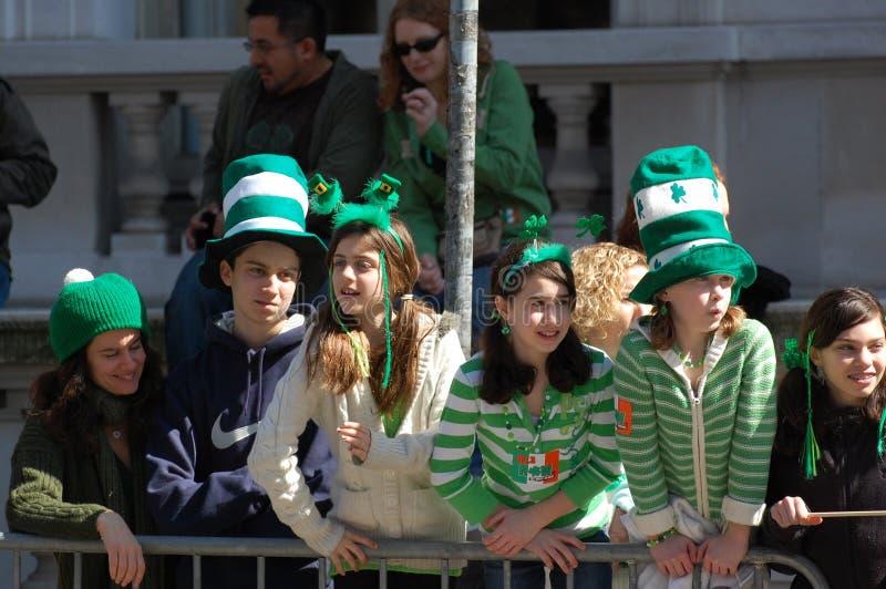 Desfile del día del St. Patrick de Nueva York de observación fotos de archivo libres de regalías
