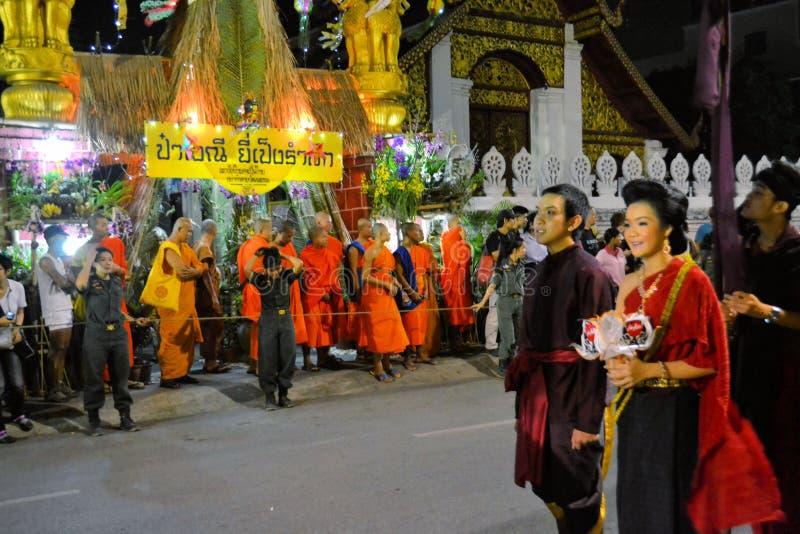 Desfile del festival de Loy Krathong para Yee Peng, Chiang imagenes de archivo