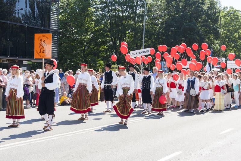 Download Desfile Del Festival Nacional Estonio De La Canción En Tallinn, Estonia Foto de archivo editorial - Imagen de naturalizado, celebración: 42435113