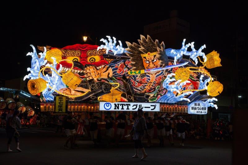 Desfile del flotador de Nebuta en la ciudad de Aomori, Japón el 6 de agosto de 2015 foto de archivo