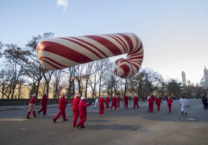 Desfile gigante de Macy del globo del bastón de caramelo en 2013 foto de archivo libre de regalías