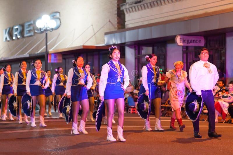 Desfile iluminado de la noche fotografía de archivo libre de regalías