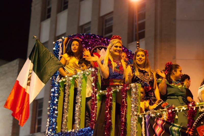 Desfile iluminado de la noche imágenes de archivo libres de regalías