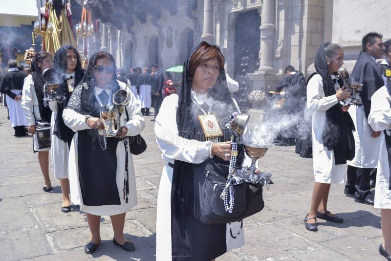 Desfile religioso en Suramérica, Perú imagenes de archivo
