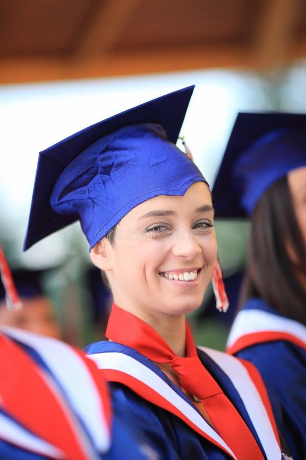 Desgastar feliz do estudante de graduação imagem de stock royalty free