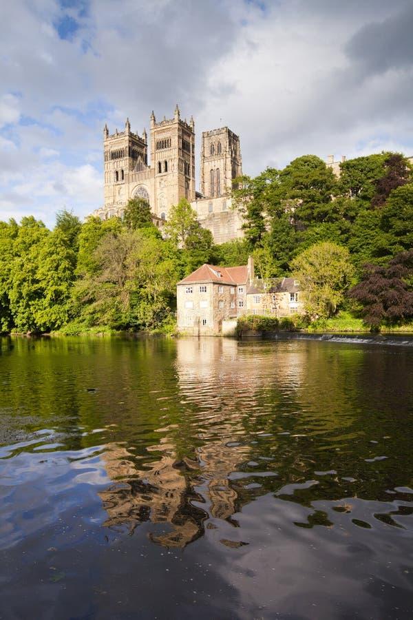 Desgaste de la catedral y del río de Durham fotos de archivo